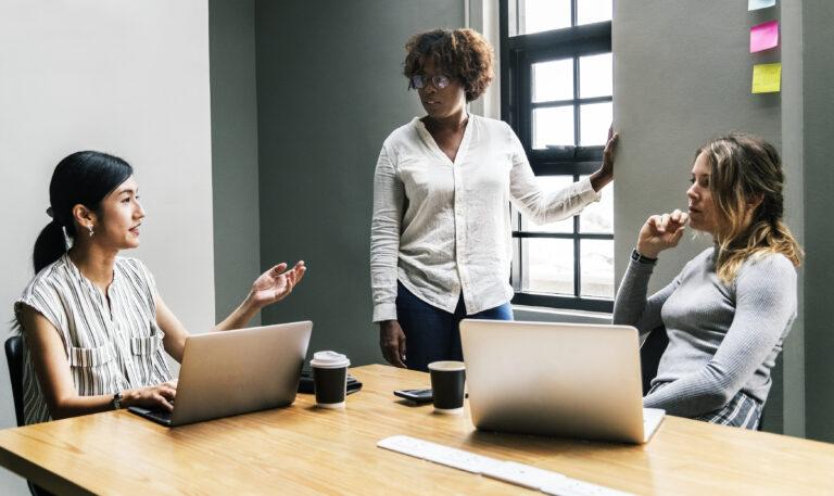 Είναι πολυτέλεια η συζήτηση για την ισότητα στις επιχειρήσεις;